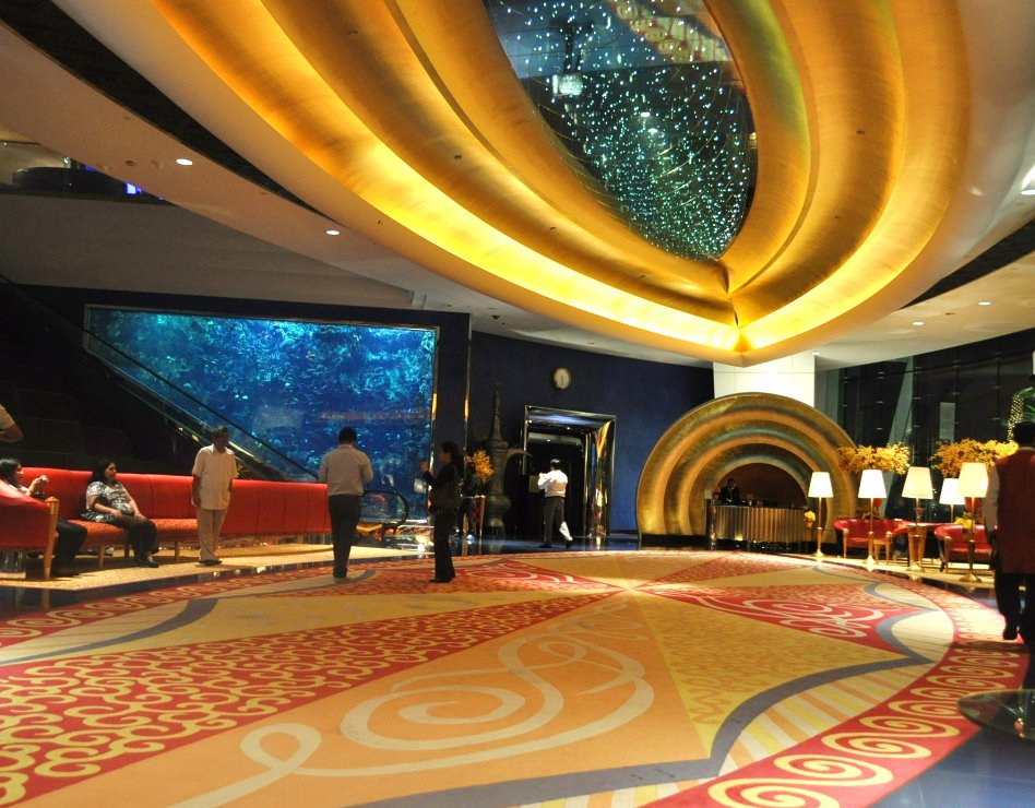Inside 3 burj al arab oye magkasi dubaicreektower for Dubai 7 star hotel name